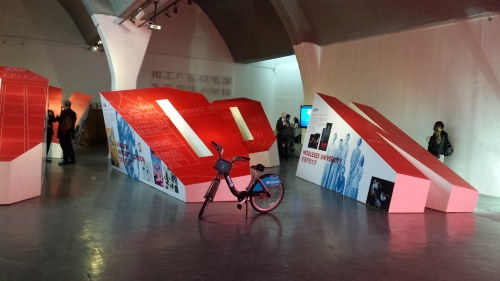 Boris bike and nice design of exhibits (placed on/around the giant letters LONDON) .